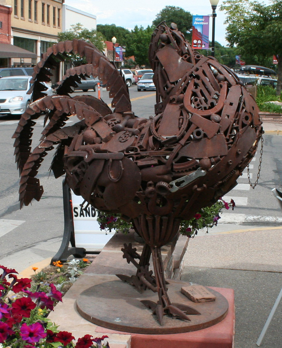 Statue for Mike, the headless chicken.